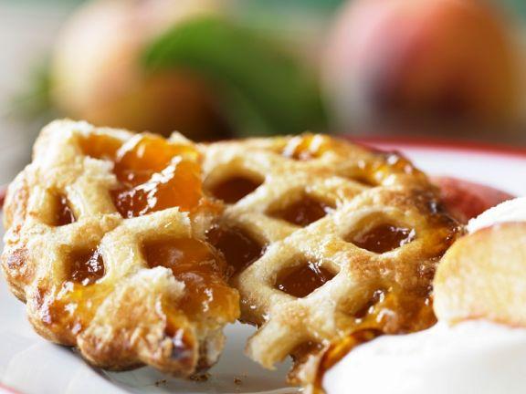 Kleiner Kuchen mit Aprikosenkonfitüre