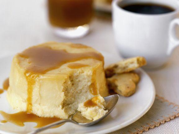 Kleiner Quarkkuchen mit Karamellsoße