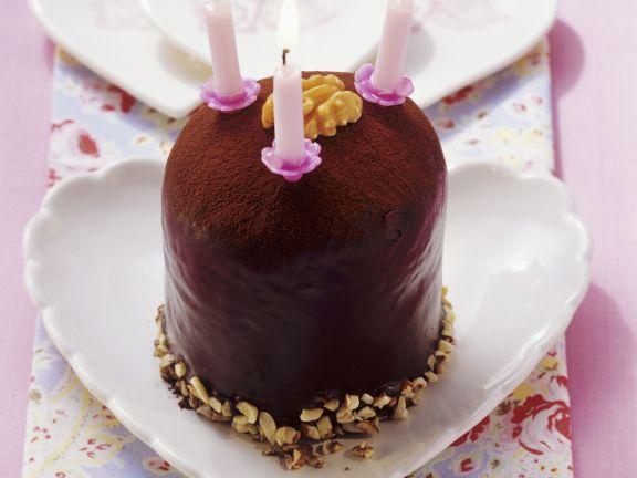 Kleiner Walnuss-Schoko-Kuchen zum Geburtstag