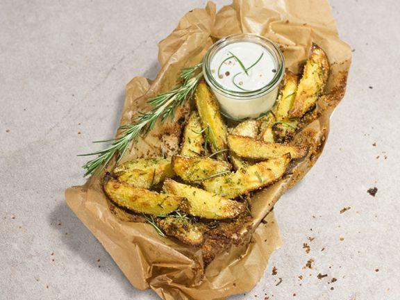 Knusprige Kartoffelspalten mit Quark-Leinöl-Dip