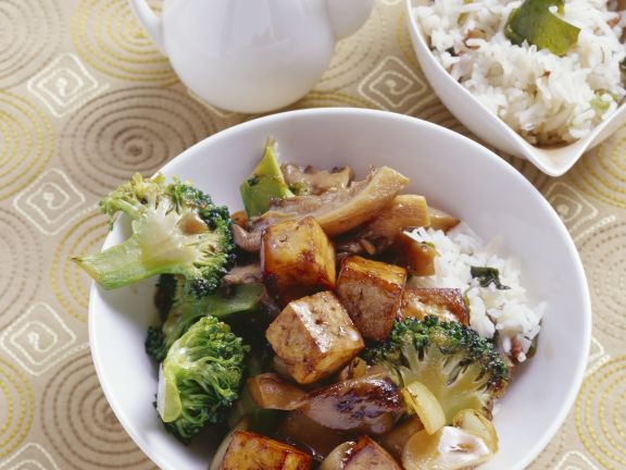 Knuspriger Tofu mit Austernpilzen und Brokkoli