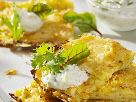 Kohl-Kartoffelpuffer mit Gurkenjoghurt