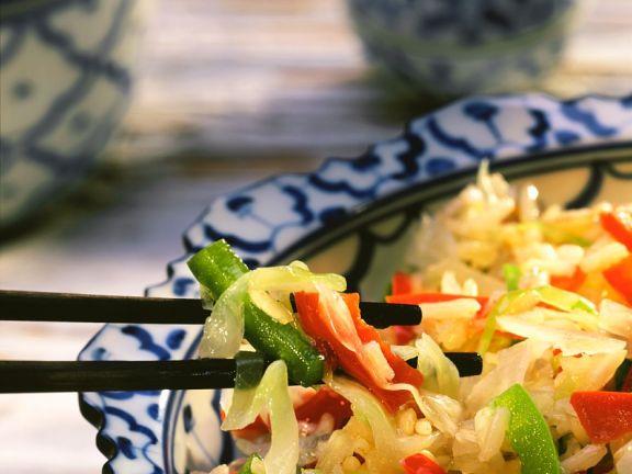 Kohl-Paprikagemüse mit Reis