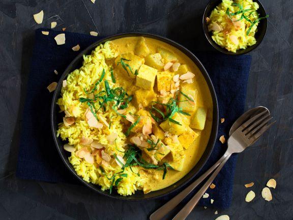 Kohlrabi-Mango-Curry mit Paneer und Kurkuma-Mandel-Reis