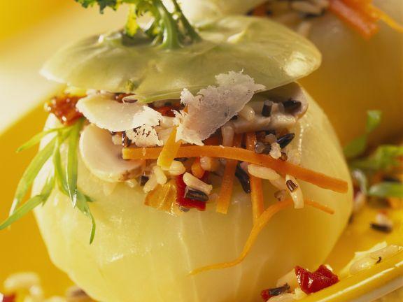 Kohlrabi mit Füllung aus Gemüse, Reis und Parmesan