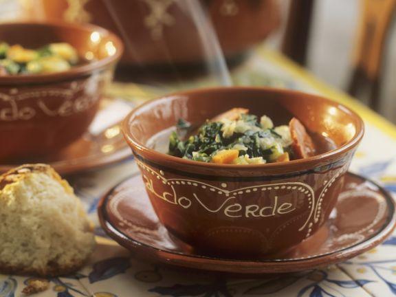 Kohlsuppe aus Portugal mit Chorizo