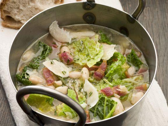 Kohlsuppe mit Bohnen und Speck