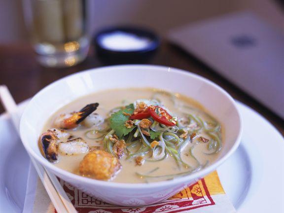 Kokos-Fischsuppe mit Nudeln