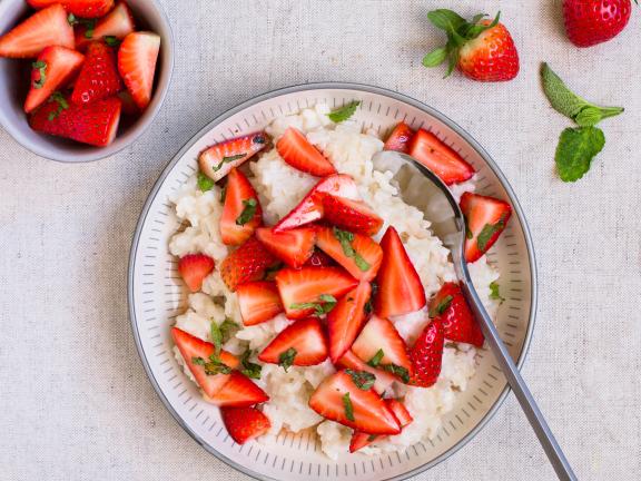 Kokosmilchreis mit Erdbeer-Ragout