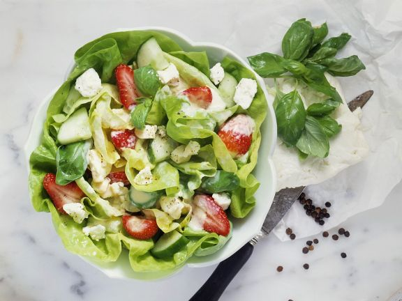 Kopfsalat mit Erdbeeren
