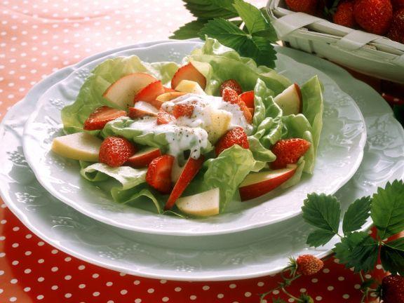 Kopfsalat mit frischem Obst