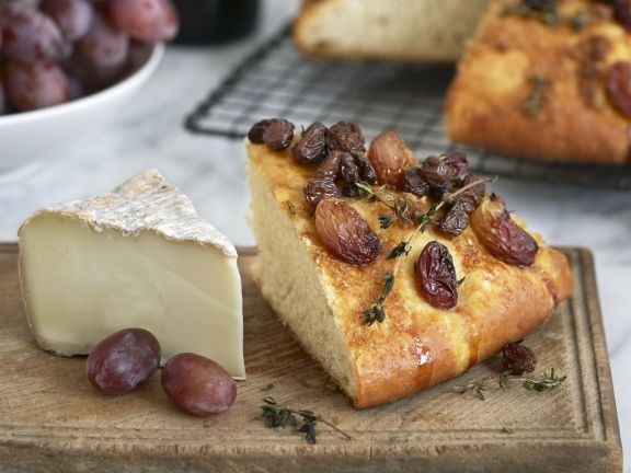 Korinthenbrot und Käse