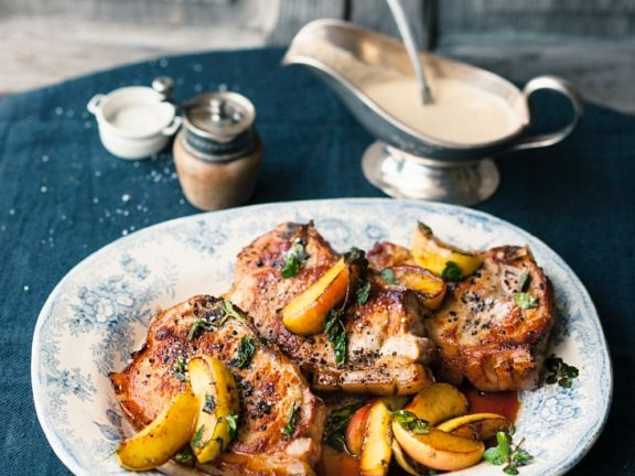 Koteletts mit Apfel und Calvadossauce