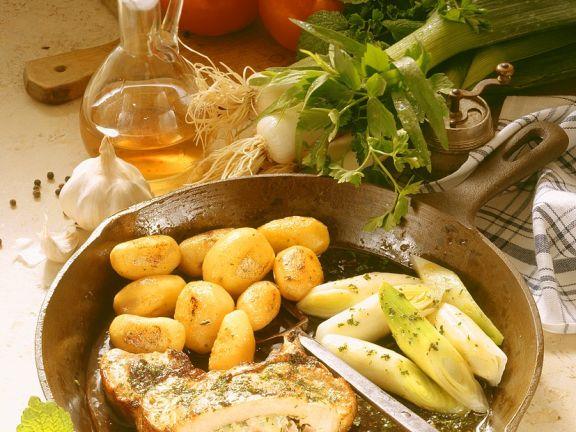 Koteletts mit Käsefüllung und Gemüse