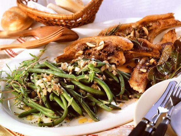 Koteletts vom Lamm mit Bohnengemüse