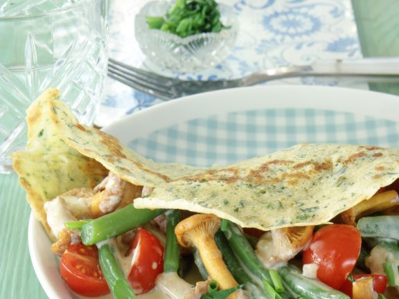 Kräuter-Crêpes mit Pfifferling-Gemüsefüllung