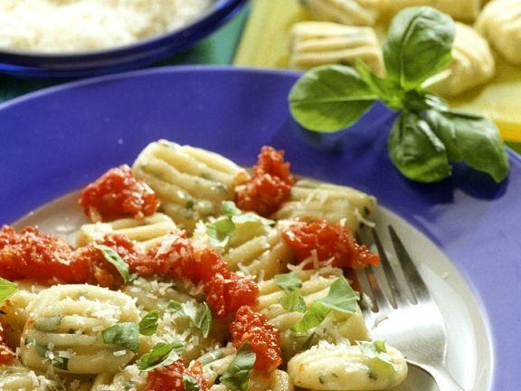 Kräuter-Gnocchi mit Tomatensauce