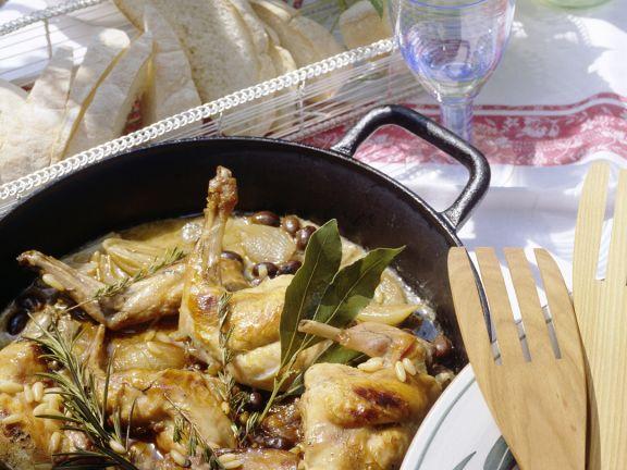 Kräuter-Kaninchen mit Pinienkernen und Oliven