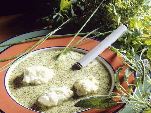 Kräutercremesuppe mit Schneeklößchen