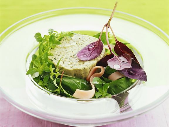 Kräutermousse mit Blattsalat