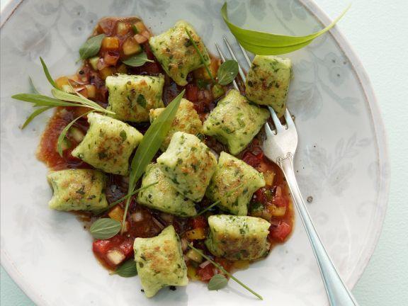 Kräuternockerl mit Gemüsesoße