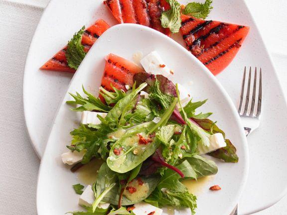 Kräutersalat mit gegrillter Melone und Feta