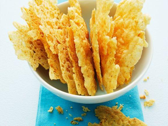 Krosse Chips aus Parmesankäse