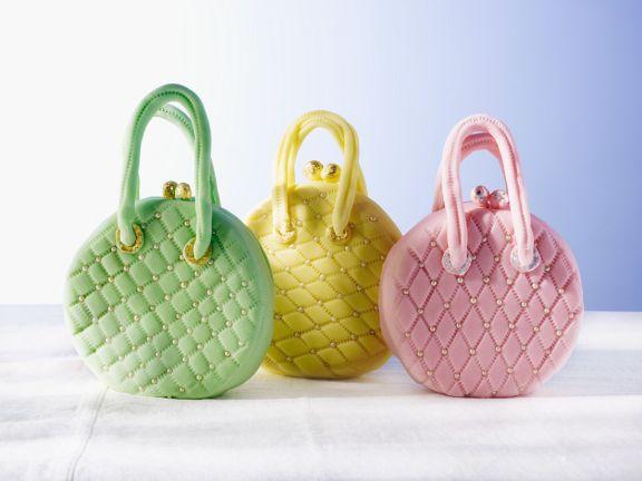 Kuchen in Form einer Handtasche