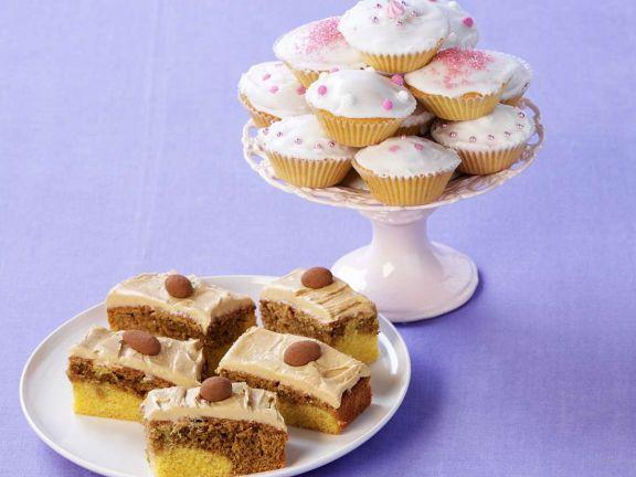 Kuchen mit Espresso und Muffins