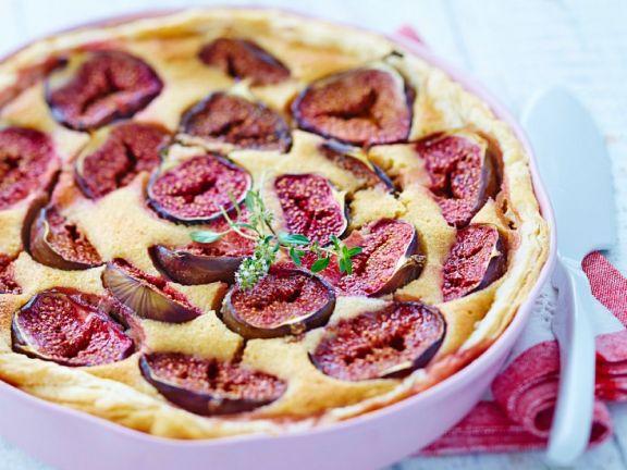 Kuchen mit Feigen und Blätterteigboden