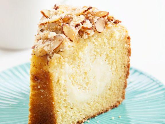 Kuchen mit Nüssen und Kaffeecreme