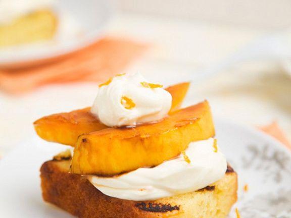 Kuchen vom Grill mit Mascarponecreme und Mango
