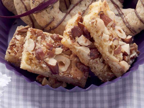 Kuchenschnitte mit Nüssen