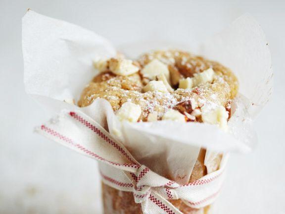 Küchlein mit weißer Schokolade und Nüssen