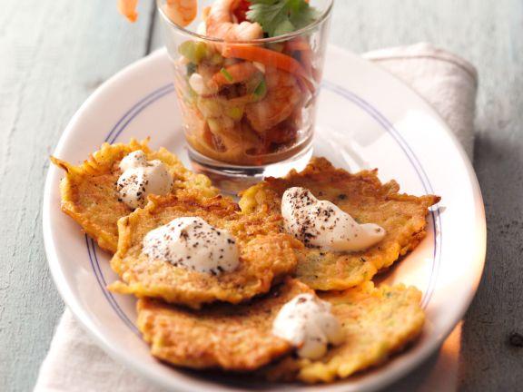 Kürbis-Kartoffel-Rösti mit Crème fraiche-Sauce