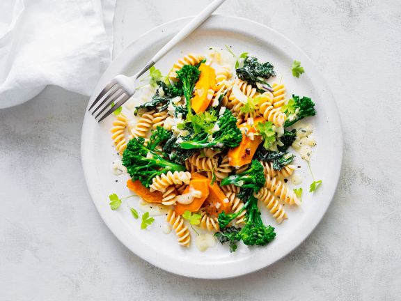 Kürbis-Pasta mit Brokkoli und Salbei