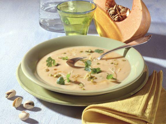 Kürbis-Pistazien-Suppe mit Zitronengras