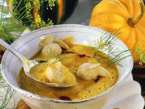 Kürbiscremesuppe mit Mandelnocken