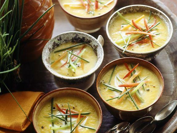 Kürbiscremesuppe mit Paprika und Möhre