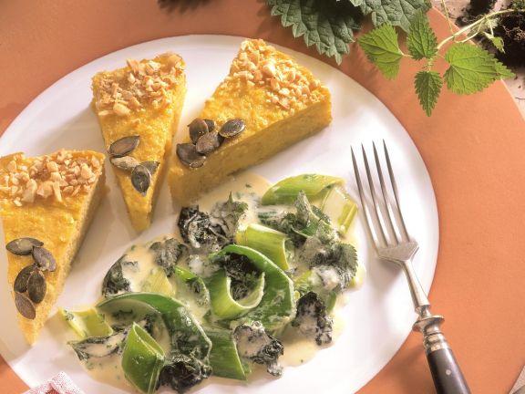 Kürbisquiche mit Lauch-Brennnessel-Gemüse