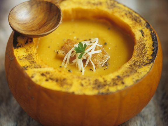 Kürbissuppe im Golden Nugget mit Käse und Croutons