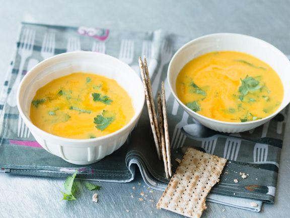 Kürbissuppe mit Ananas und Curry