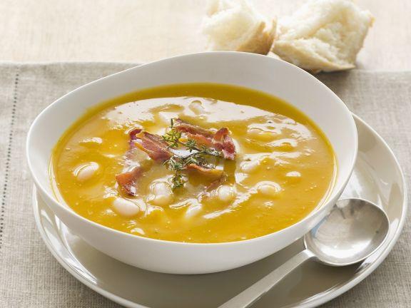 Kürbissuppe mit Cannellini-Bohnen