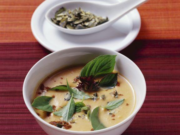 Kürbissuppe mit Kokos, Ingwer und Zimt