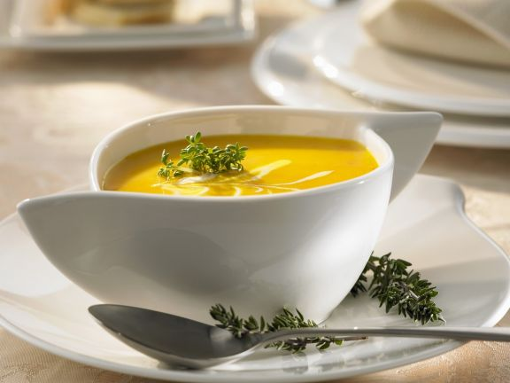 Kürbissuppe mit saurer Sahne und Thymian
