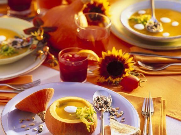 Kürbissuppe und Holundergetränke
