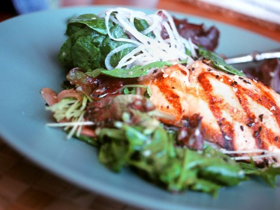 Lachs mit Blattsalat