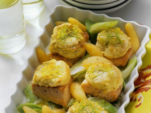 Lachs mit Kartoffelkruste und Gemüse