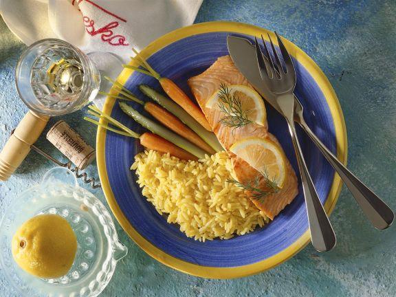 Lachs mit Safranreis und Gemüse