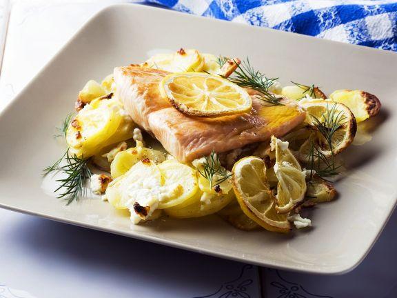 Lachs mit Zitronen, Kartoffeln und Schafskäse
